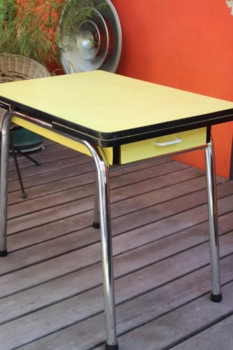 table cuisine en formica jaune vintage by fabichka