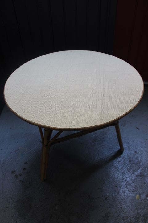 Table basse ronde en rotin de manille 1960 vintage by for Table basse en rotin