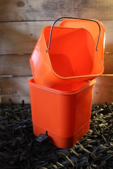 poubelle plastique orange vintage - Poubelle Salle De Bain Orange